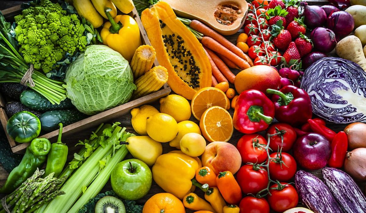 8 alimentos saudáveis que devem ser comidos crus