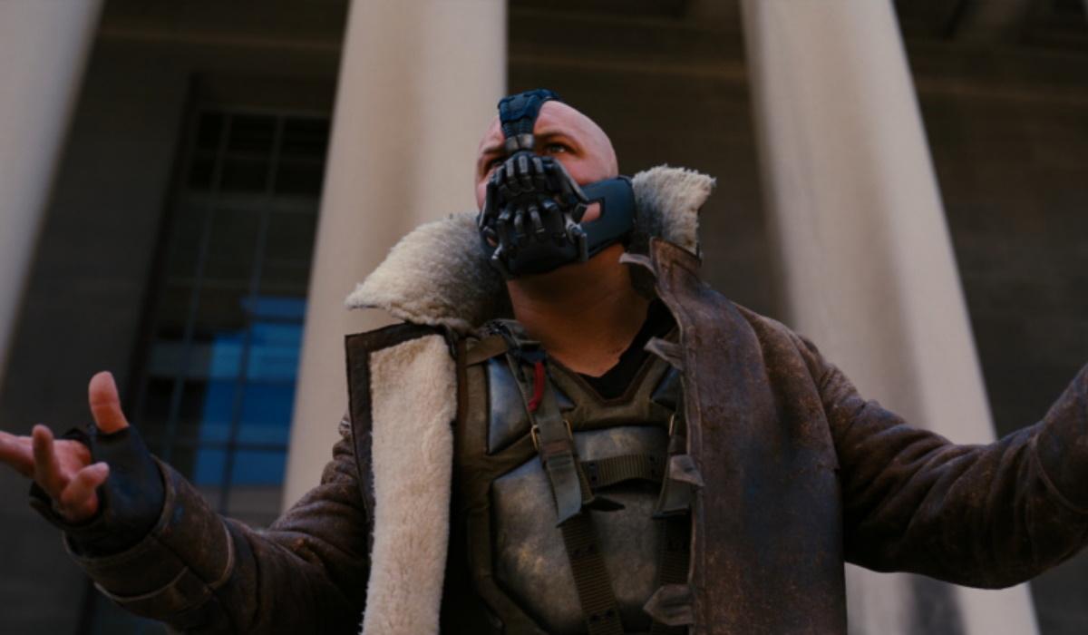 Máscara de Bane esgota durante a pandemia do novo coronavírus