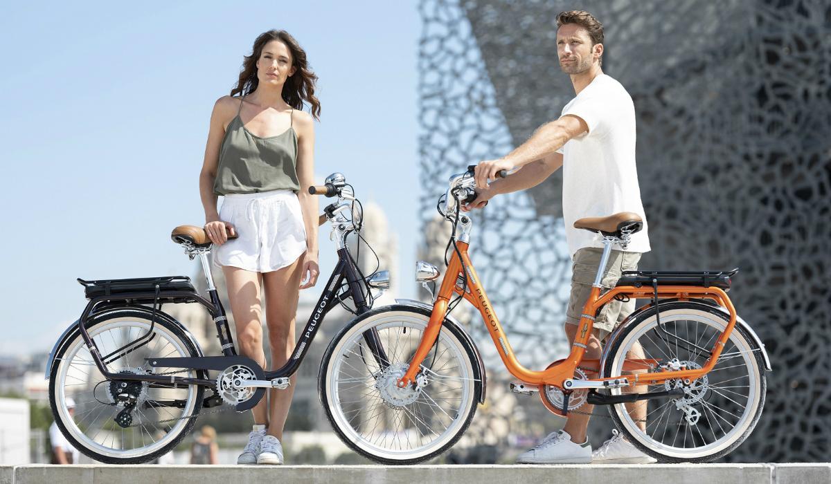 Peugeot lança bicicleta elétrica com estilo retro a pensar nas pessoas mais altas