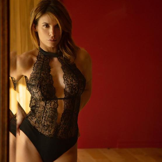 Elisabetta Canalis e aquela que é uma das fotos mais quentes da quarentena