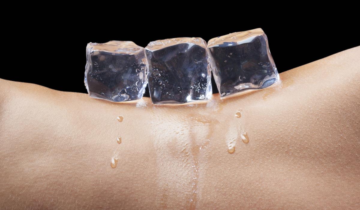 Descubra o que os cubos de gelo podem fazer pela sua vida sexual