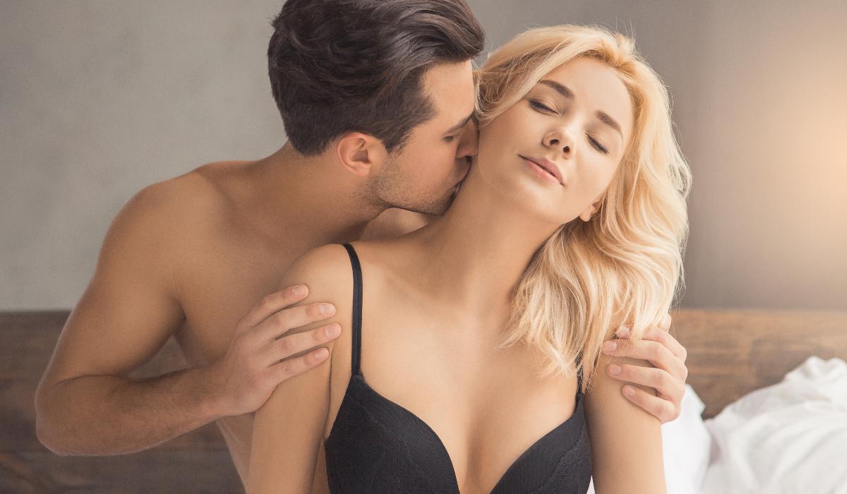 Fumar canábis antes do sexo pode dar mais prazer, mas existem 3 detalhes a ter em conta