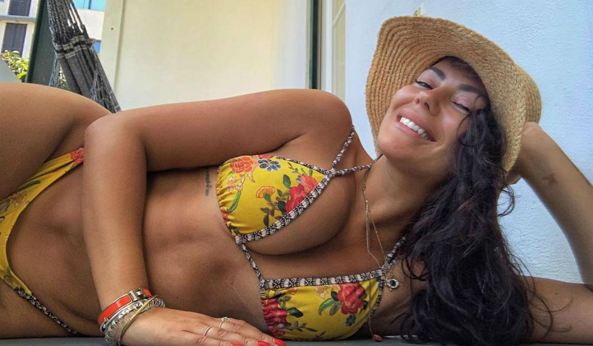 Sofia Ribeiro revoluciona o conceito de ir à praia e mostra-se em grande forma