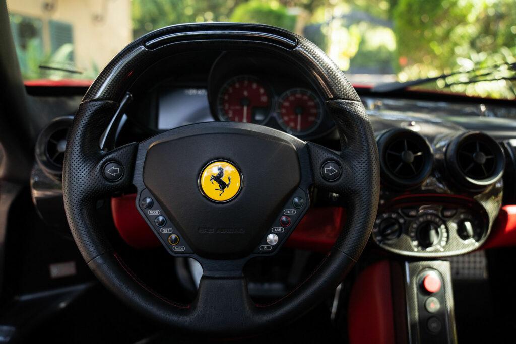 Ferrari Enzo conquista mais um recorde em leilões para a marca italiana