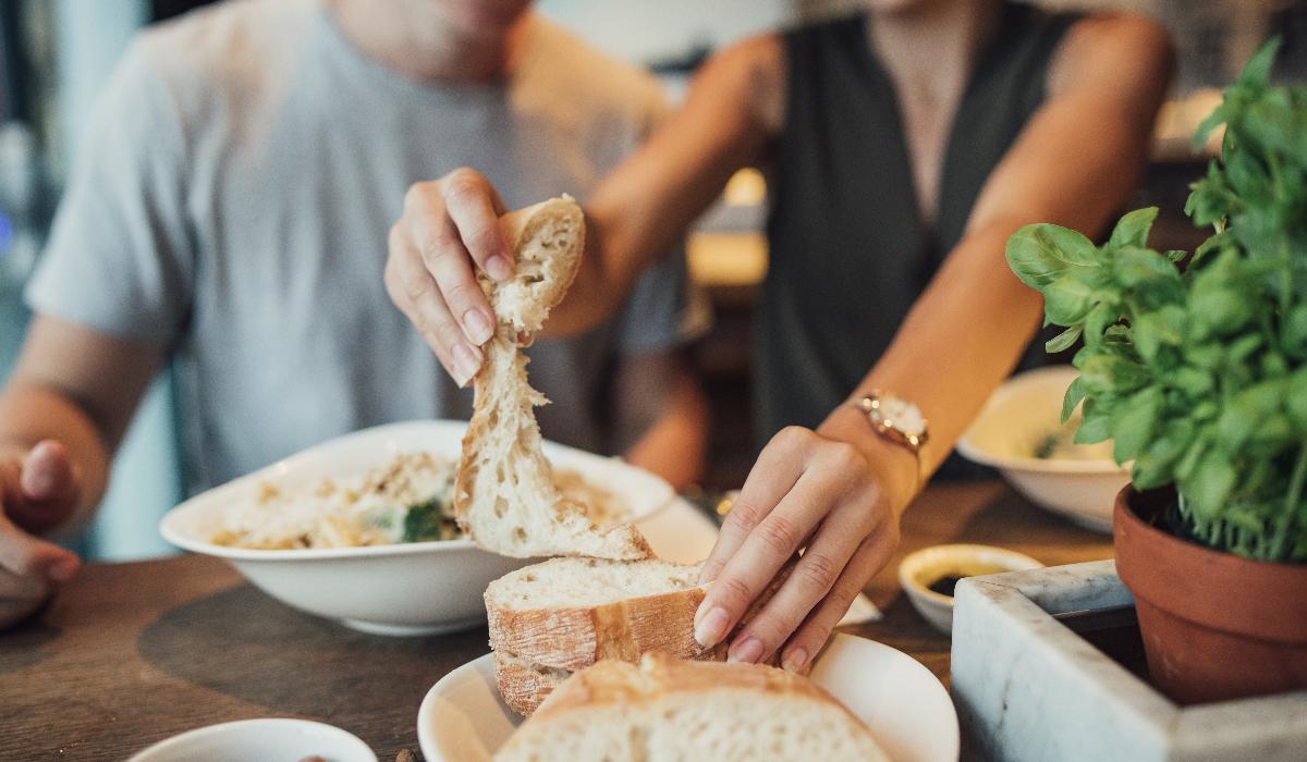 Descubra as 4 coisas que acontecem ao corpo quando come muito pão
