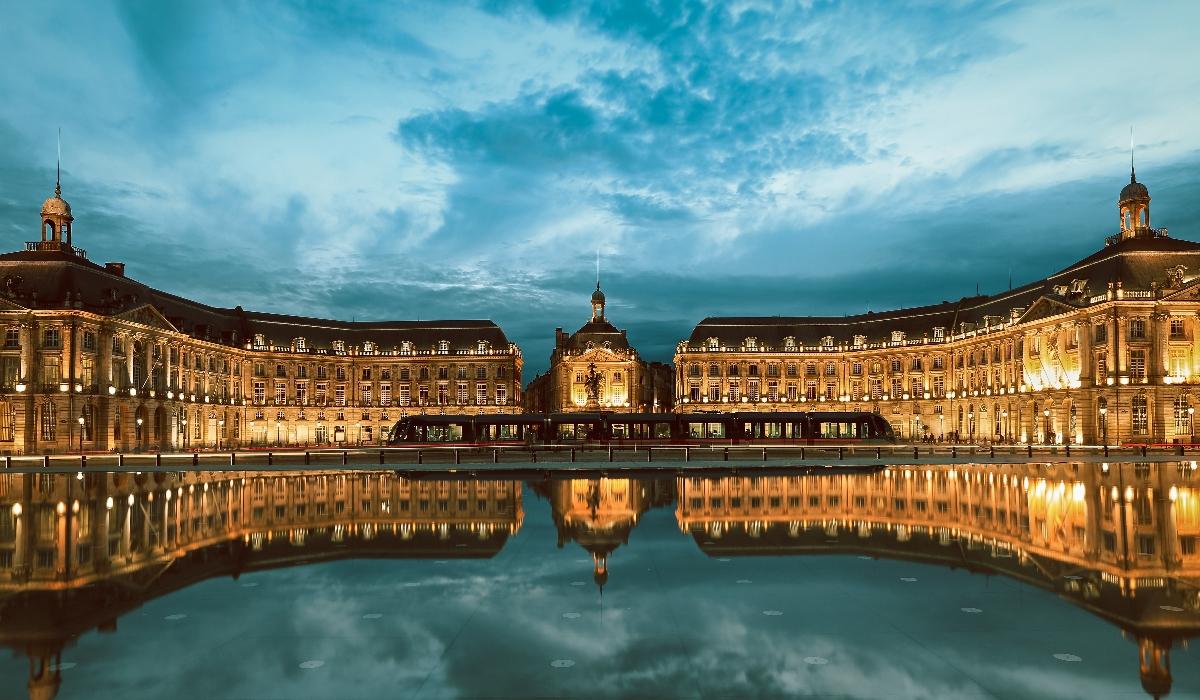 Bordéus, a cidade francesa das vinhas e dos edifícios históricos