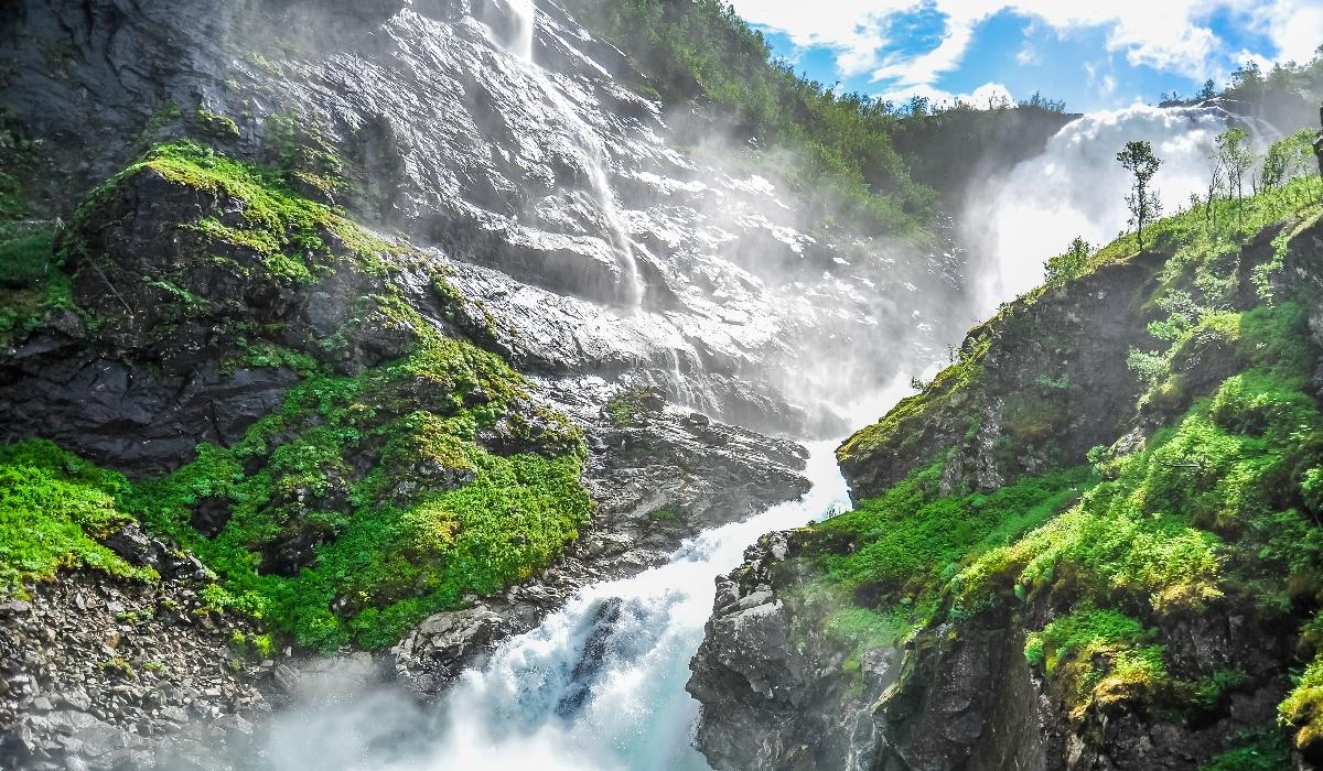 Conheça cinco emblemáticas cataratas da Noruega, o país com maiores quedas de água do mundo