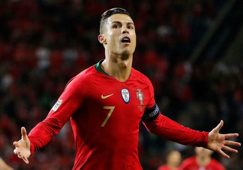 """Cristiano Ronaldo já marcou 101 golos e famosos mostraram-se rendidos: """"Deus é português"""""""