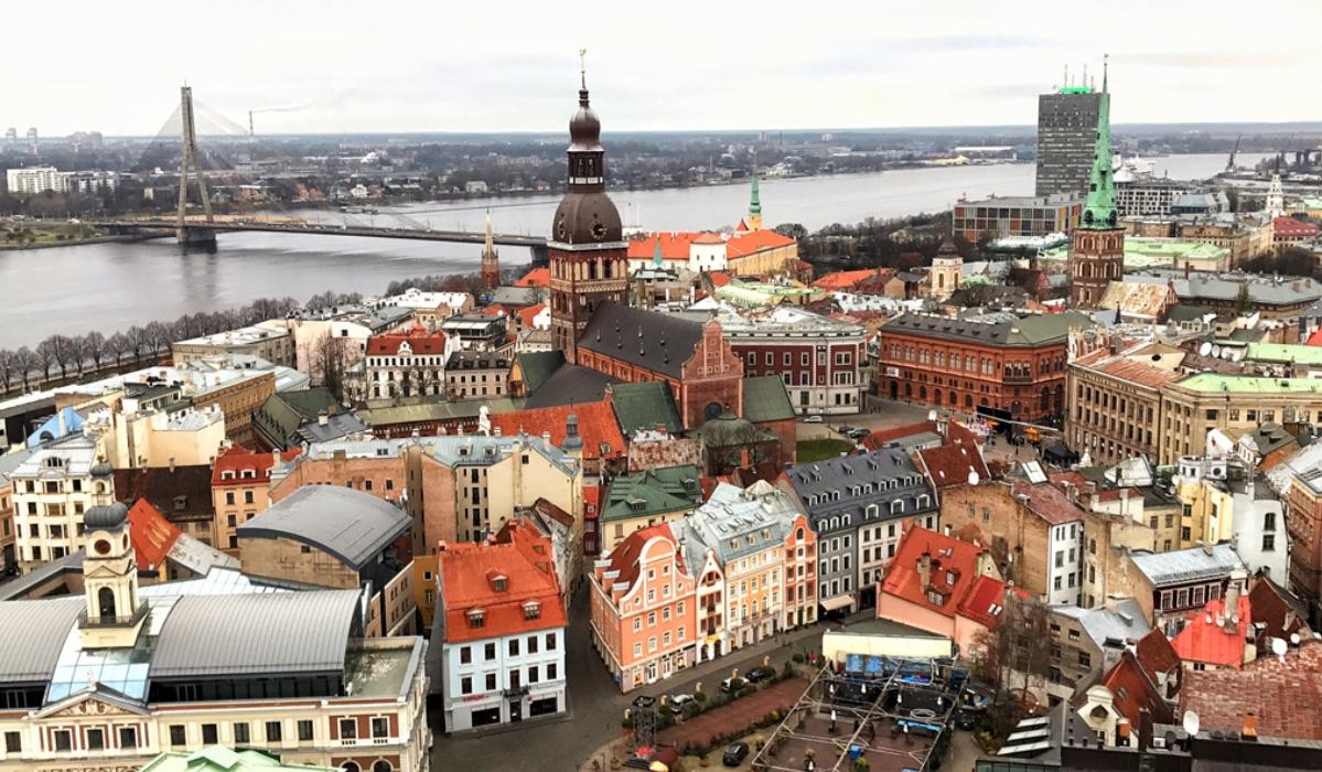 Riga combina história, cultura e modernidade e até tem praia