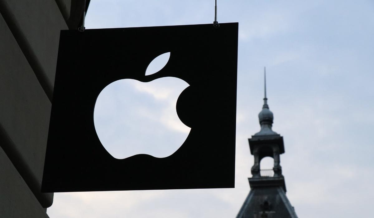 Apple lança patente para smartphone dobrável que se repara automaticamente