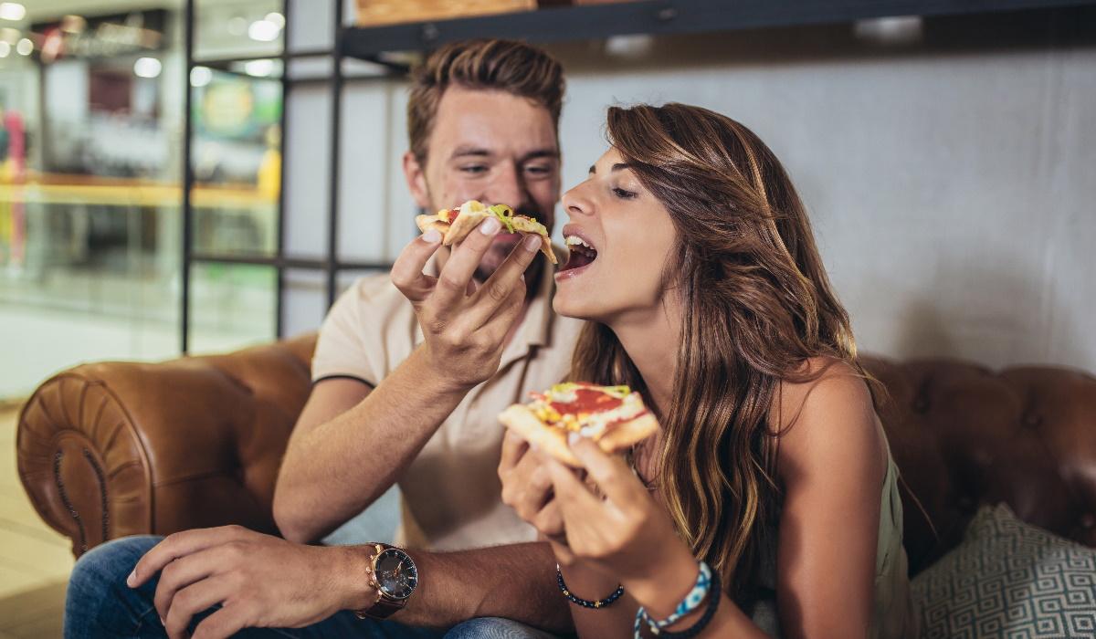 O truque de que todos falam para comer pizza crocante do dia anterior