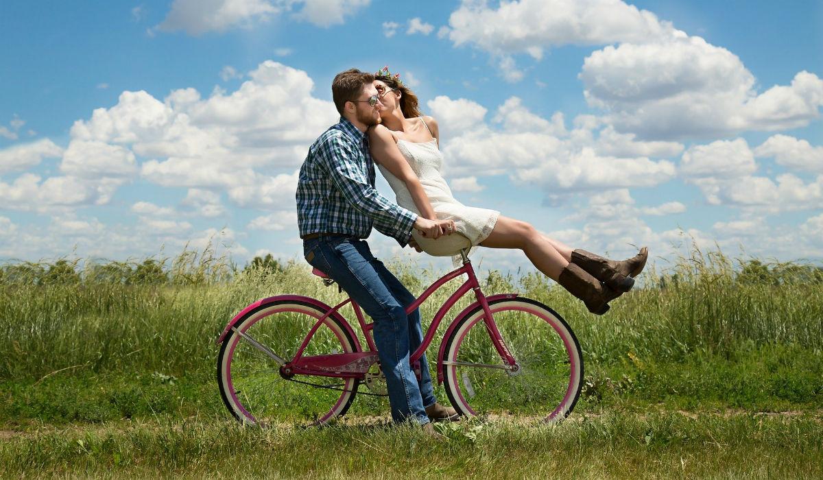 Estudo destrói mito sobre casais formados através de aplicações de encontros
