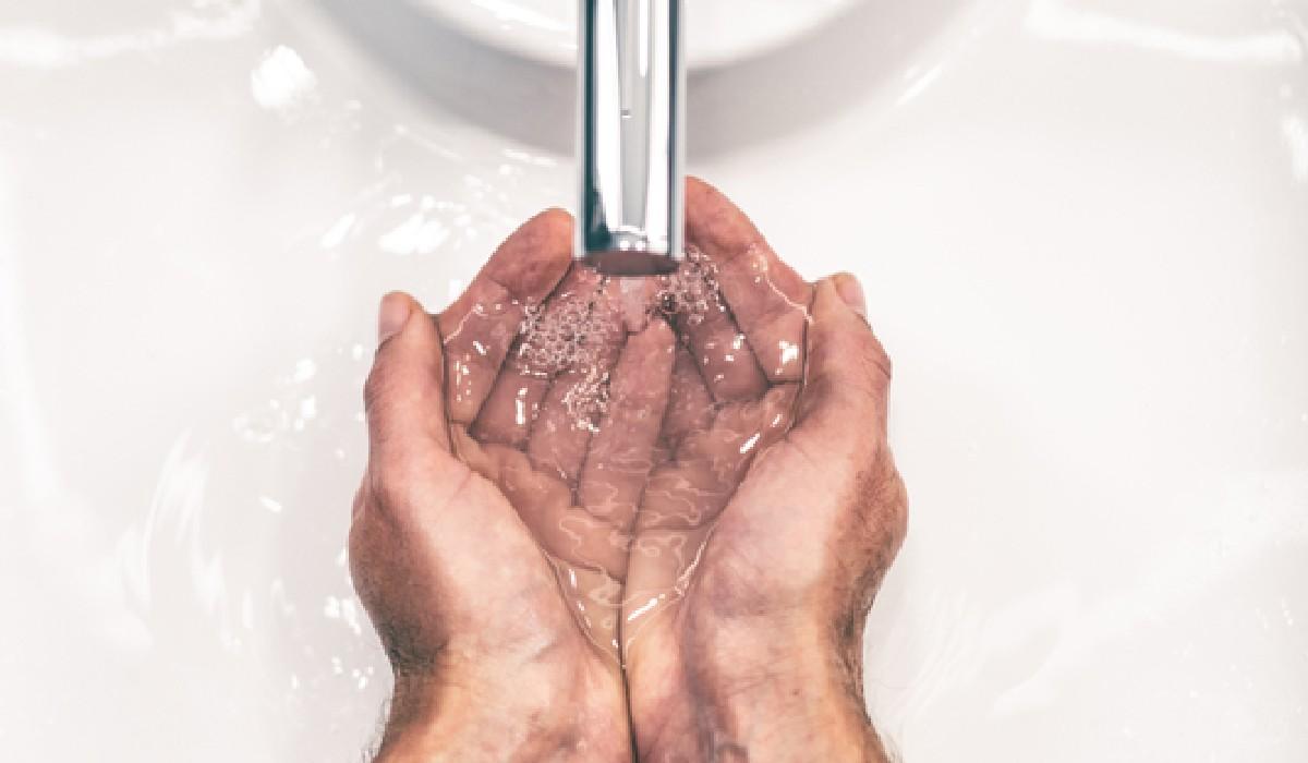 Descubra se lava a cara as vezes suficientes durante o dia