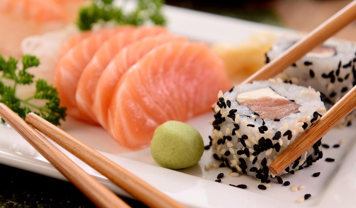 Se gosta de sushi, saiba quais os riscos que está a correr