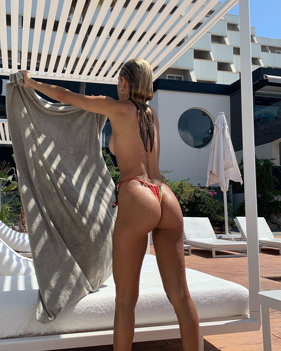 Jessica Goicoechea, a instagrammer mais sexy e os desafios em forma de nus integrais