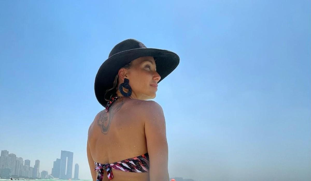 """Luciana Abreu mostra-se em fio dental e fala-se em """"pedaço de pecado"""""""