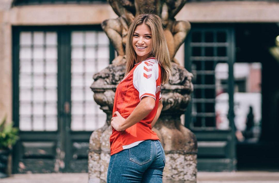 Paige Almendariz, do namoro com jogador do Arsenal ao talento com bola e ao salto para Braga