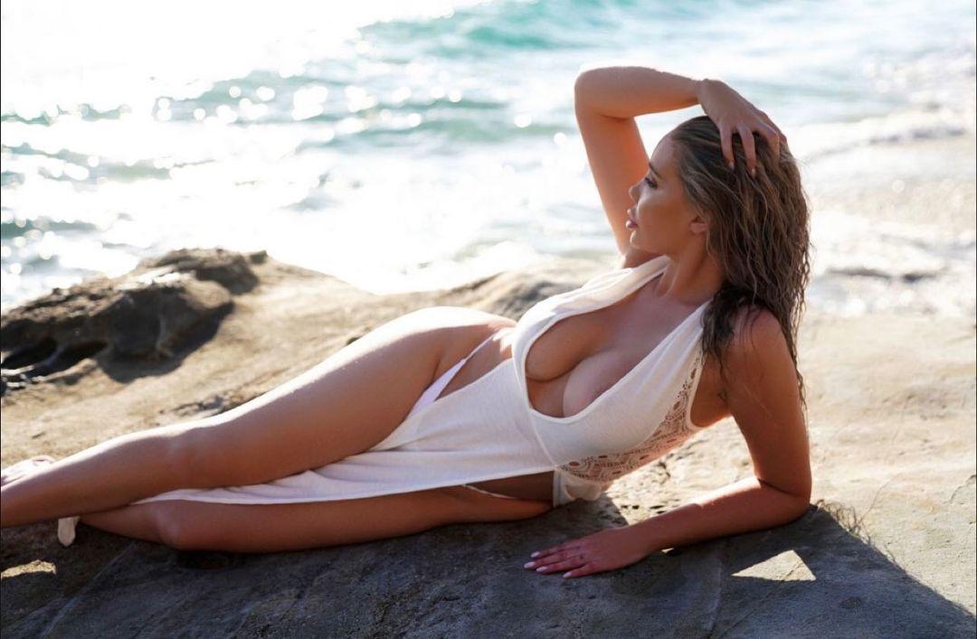Jenna Bentley e o despertar sexual durante um ménage à trois na Mansão da Playboy